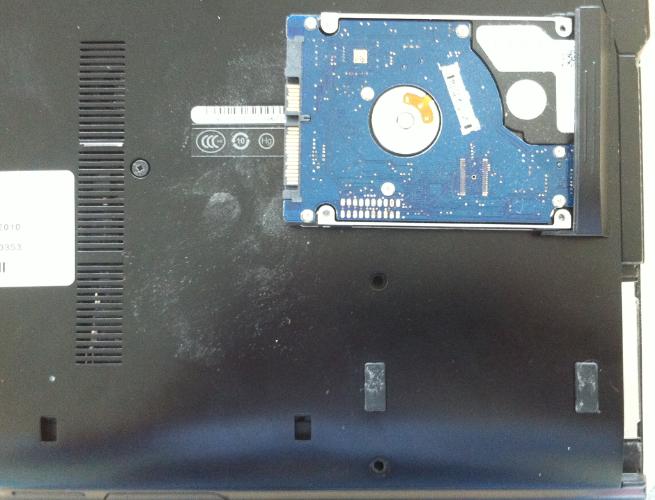 Înlocuire hdd hp 6400 hdd nou suruburi HDD out