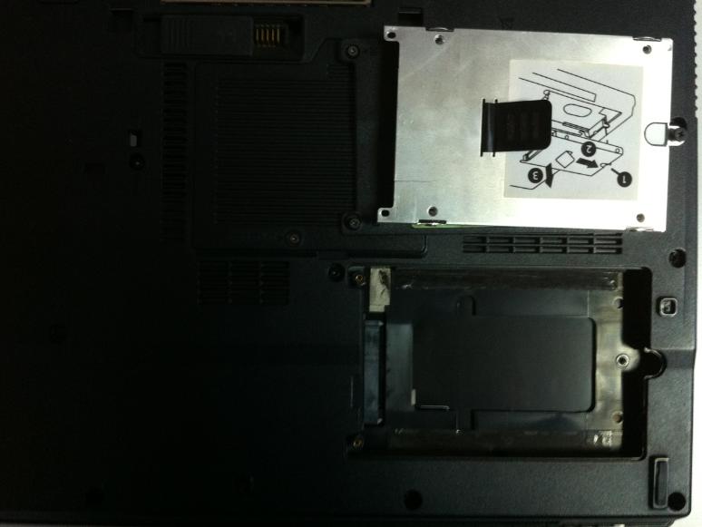 Cum se inlocuieste HDD la HP Compaq 6710b surub 2 out hdd