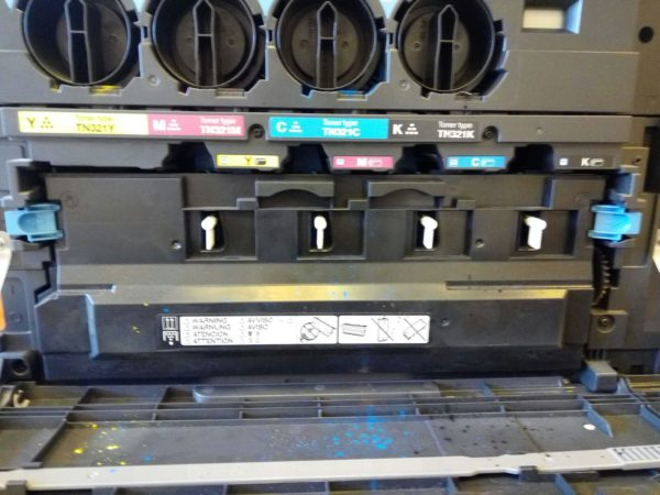scoate waste tonerul din imprimanta.